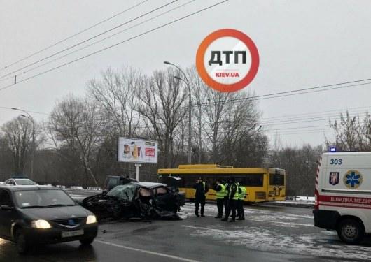 Лобовое столкновение стало фатальным для полицейского— ДТП вКиеве